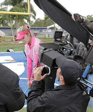 Lady in pink playing golf